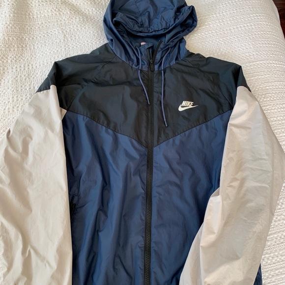 37ba18c33 Nike Men's Windrunner Full Zip Jacket. M_5c2fa1aa3e0caa7cd7047429